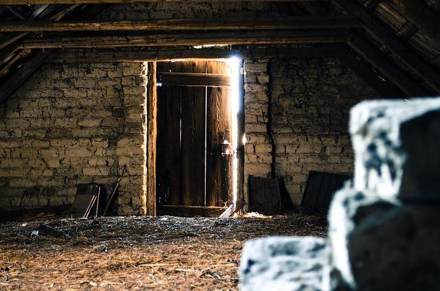 dveře na půdě